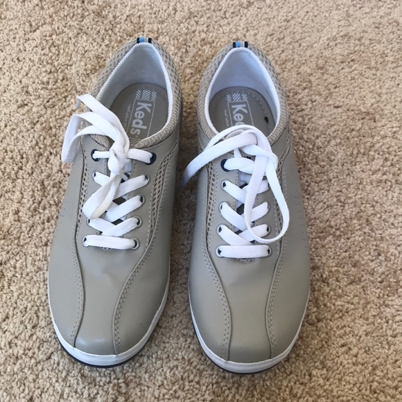 KEDS size 7.5 taupe lace up oxford sneakers